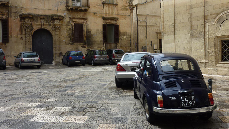 Straßenszene in der apulischen Stadt Lecce