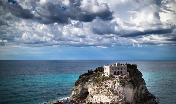 Tropea in der italienischen Region Kalabrien ist die Heimat der berühmten roten Zwiebel